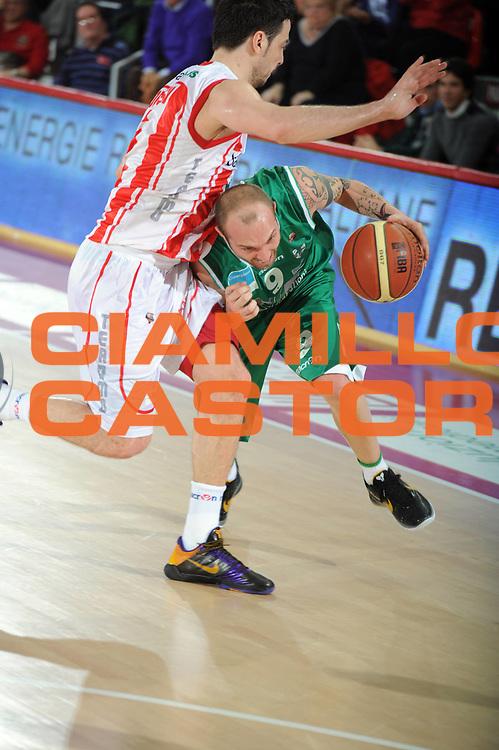 DESCRIZIONE : Teramo Lega A 2010-11 Banca Tercas Teramo Air Avellino<br /> GIOCATORE : Valerio Spinelli<br /> SQUADRA : Air Avellino<br /> EVENTO : Campionato Lega A 2010-2011<br /> GARA : Banca Tercas Teramo Air Avellino<br /> DATA : 27/03/2011<br /> CATEGORIA : palleggio    <br /> SPORT : Pallacanestro <br /> AUTORE : Agenzia Ciamillo-Castoria/GiulioCiamillo<br /> GALLERIA: Lega Basket 2011 -2011<br /> FOTONOTIZIA: Teramo Basket Serie A 2010-11 Banca Tercas Teramo Air Avellino<br /> PREDEFINITA: