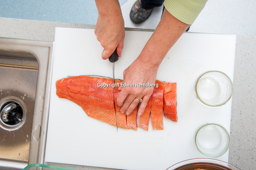 Preparing Salmon for smoking