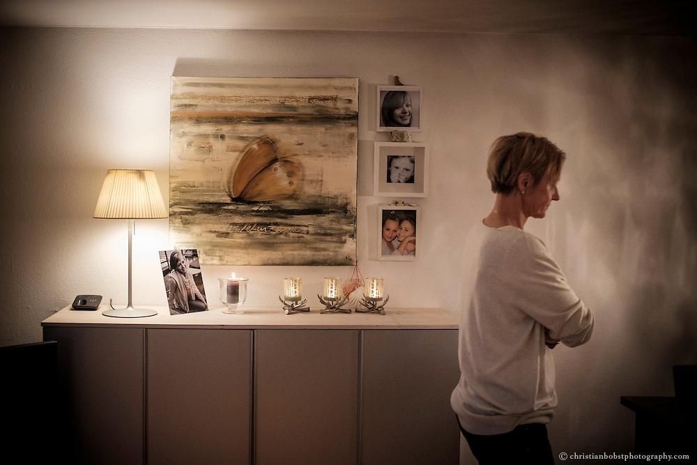Der Weg aus der Trauer war für Nicole Ferrero steinig. Oft verspürte sie eine starke innere Leere und versank in Trauer. Gespräche mit der Familie, Freunden, Bekannten und manchmal auch Fremden über den Tod, das Leben, Ängste, Trauer und auch Alltägliches waren hilfreich.