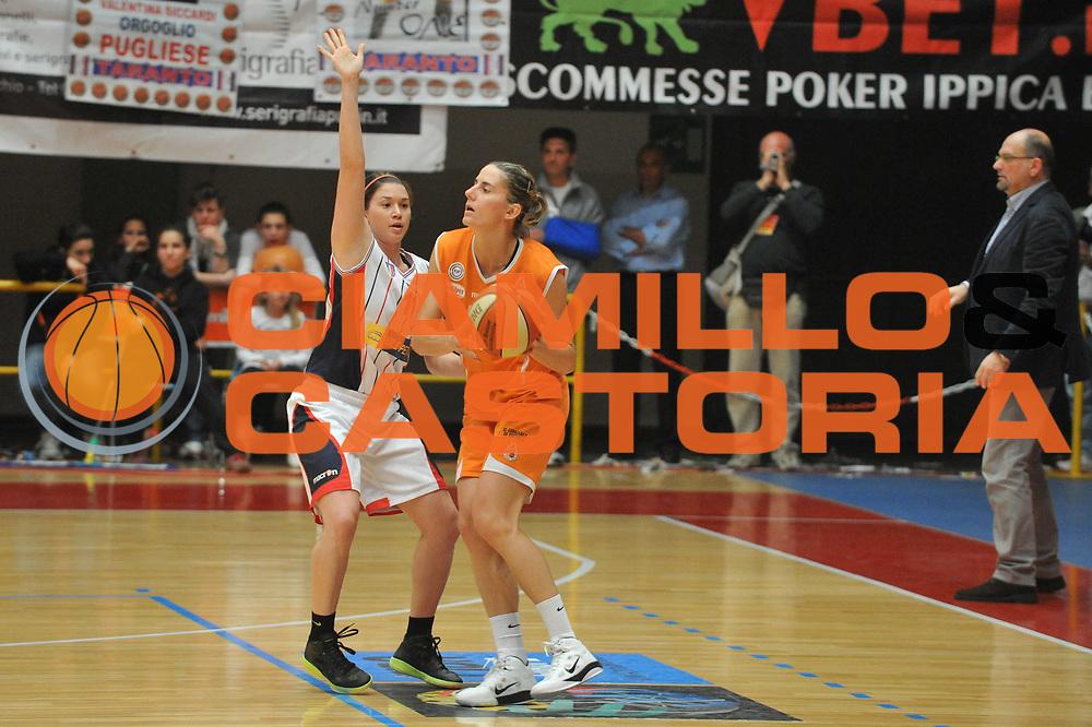DESCRIZIONE : Schio LBF Playoff Finale Gara 3 Famila Wuber Schio Cras Basket Taranto<br /> GIOCATORE : Raffaella Masciadri<br /> SQUADRA : Famila Wuber Schio Cras Basket Taranto<br /> EVENTO : Campionato Lega Basket Femminile A1 2010-2011<br /> GARA : Famila Wuber Schio Cras Basket Taranto<br /> DATA : 05/05/2011 <br /> CATEGORIA : Passaggio<br /> SPORT : Pallacanestro <br /> AUTORE : Agenzia Ciamillo-Castoria/M.Gregolin<br /> Galleria : Lega Basket Femminile 2010-2011<br /> Fotonotizia : Schio LBF Playoff Finale Gara 3 Famila Wuber Schio Cras Basket Taranto<br /> Predefinita :