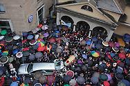 Ultimo saluto a don Andrea Gallo. Funerali. Genova, 25 maggio 2013. -  Uscita del feretro dalla chiesa di San Benedetto.
