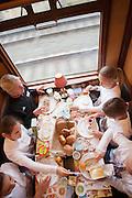 Steeple chaser Miranda Boonstra zit aan de ontbijttafel in de trein. In de tot Ontbijttrein omgetoverde historische trein 'De Blokkendoos' ontbijten 9 sporters met ongeveer 100 basisschoolleerlingen in het kader van het Nationale Schoolontbijt. De topsporters zijn verbonden aan Right to Play, een van de goede doelen van het Nationale Schoolontbijt. Het is voor de achtste keer dat het speciale ontbijt georganiseerd wordt. Doel is aandacht te krijgen voor het nut van een goed ontbijt.<br /> <br /> Miranda Boonstra (steeple chase) is having breakfast. An old train is for one day a special Breakfasttrain. In the train 100 schoolchildren are having breakfast with nine sportsmen as part of the National School Breakfast week. Goal of the week is to letting people know how important a breakfast is.