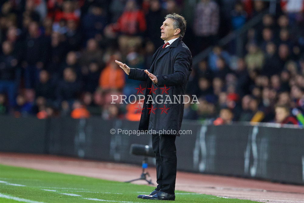 SOUTHAMPTON, ENGLAND - Saturday, November 19, 2016: Southampton's manager Claude Puel during the FA Premier League match against Liverpool at St. Mary's Stadium. (Pic by David Rawcliffe/Propaganda)
