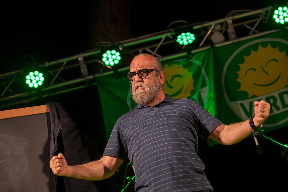Giobbe Covatta, comico napoletano, durante uno spettacolo a Palermo durante la campagna elettorale di Nadia Spallitta.