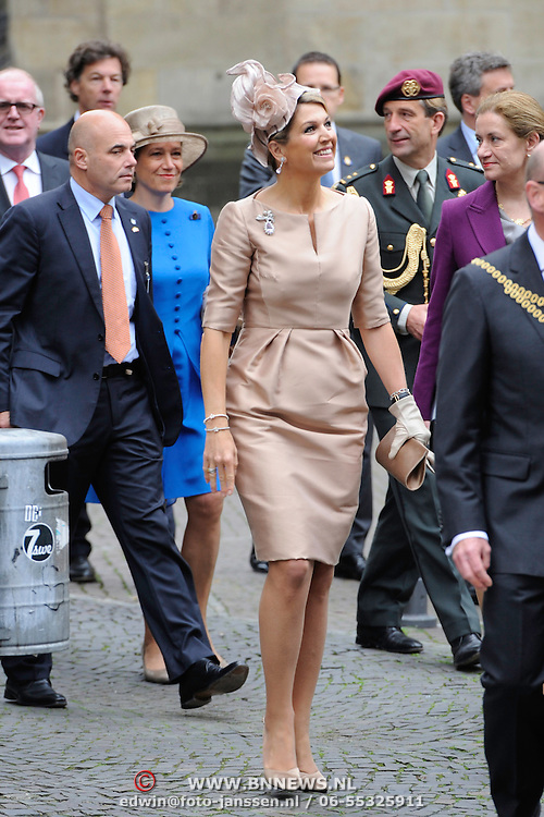 Koning en koningin bezoeken Noordrijn-Westfalen. <br /> Koning Willem Alexander en Koningin Maxima brengen een bezoek aan het Zentrum Niederlande-Studien<br /> <br /> King and Queen visit North Rhine-Westphalia.<br /> King Willem Alexander and Queen Maxima  visit the Zentrum Niederlande-Studien<br /> <br /> Op de foto / On the photo:  <br /> <br />  Koningin Maximar komt aan / Queen Maxima arrives