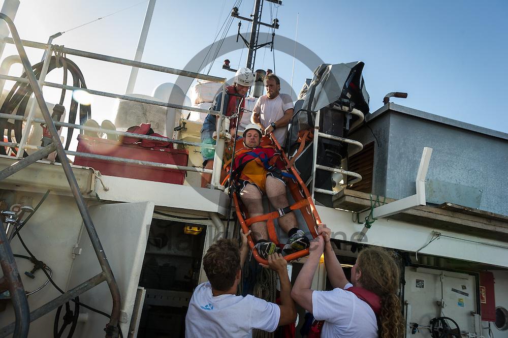 am 19.09.2016 auf dem Fluechtlingsrettungsboot Sea-Watch 2 in internationalen Gewaessern vor der libyschen Kueste. Foto: Markus Heine / heineimaging<br /> <br /> ------------------------------<br /> <br /> Veroeffentlichung nur mit Fotografennennung, sowie gegen Honorar und Belegexemplar.<br /> <br /> Publication only with photographers nomination and against payment and specimen copy.<br /> <br /> Bankverbindung:<br /> IBAN: DE65660908000004437497<br /> BIC CODE: GENODE61BBB<br /> Badische Beamten Bank Karlsruhe<br /> <br /> USt-IdNr: DE291853306<br /> <br /> Please note:<br /> All rights reserved! Don't publish without copyright!<br /> <br /> Stand: 09.2016<br /> <br /> ------------------------------