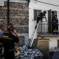 The August 24, 2016 an earthquake with normal kinematics of Mw 6.0 has hit central Italy, causing nearly 300 deaths and very serious damage to many historic towns.<br /> Since the beginning of the sequence, the National Seismic Network (INGV) has located more than 5000 events.<br /> Firefighters help people recover their belongings from crumbling houses.