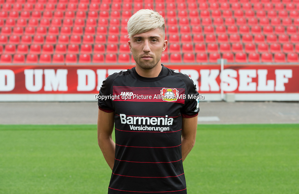 German Bundesliga - Season 2016/17 - Photocall Bayer 04 Leverkusen on 25 July 2016 in Leverkusen, Germany: Kevin Kampl. Photo: Guido Kirchner/dpa   usage worldwide