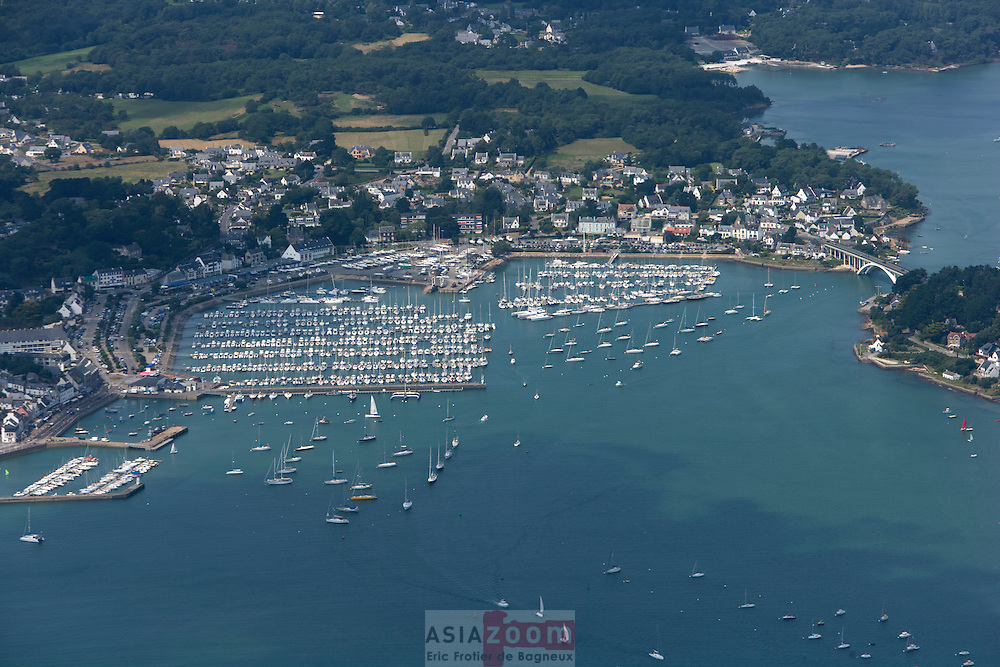 Vue aérienne du Port de la Trinite Sur Mer, Morbihan Juillet 2007