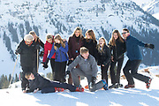 Fotosessie met de koninklijke familie in Lech /// Photoshoot with the Dutch royal family in Lech .<br /> <br /> Op de foto/ On the photo: Koningin Maxima, Koning Willem Alexander, Prinses Amalia, Prinses Alexia en Prinses Ariane met  Prinses Beatrix, Prins Constantijn en Prinses Laurentien en hun kinderen gravin Eloise, graaf Claus-Casimir en gravin Leonore, ///// Queen Maxima, King Willem Alexander, Princess Amalia, Princess Alexia and Princess Ariane with Princess Beatrix, Prince Constantine and Princess Laurentien and their children Countess Eloise, Count Claus-Casimir and Countess Leonore <br /> <br /> <br /> Koning Willem Alexander en neef Claus Casimir doen een photobomb / King Willem Alexander and cousin Claus Casimir do a photobomb