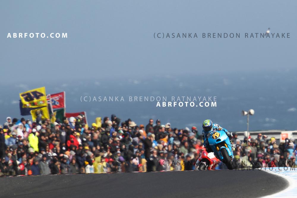 16 October 2011: Alvaro Bautista (19) riding the Rizla Suzuki turns into turn 8 during the IVECO Australian MotoGP Grand Prix at the Phillip Island Circuit in Phillip Island, Victoria, Australia