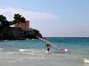 El Arenal , S'Arenal, kleiner Strand (Bucht), Windsurfer, Haus am MeerSmall beach in El Arenal