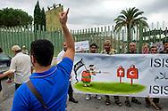 """Roma, 19 Settembre  2014<br /> Manifestazione  contro  ISIS ( Stato Islamico).<br /> Uno striscione con la scritta: """"ISIS non è Islam"""" esposto da un gruppo di italiani ed immigrati davanti alla Moschea Grande  di Roma, durante la preghiera del Venerdi. Un uomo passa davanti alla manifestazione e inneggia all' ISIS.<br /> Rome, 19 September 2014 <br /> Demonstration against ISIS (Islamic State). <br /> A banner with the inscription: """"ISIS is not Islam"""" exhibited by a group of Italian and immigrants  in front of the Grand Mosque of Rome, during prayers on Friday. A man walks past the demostration  and praising the ISIS."""