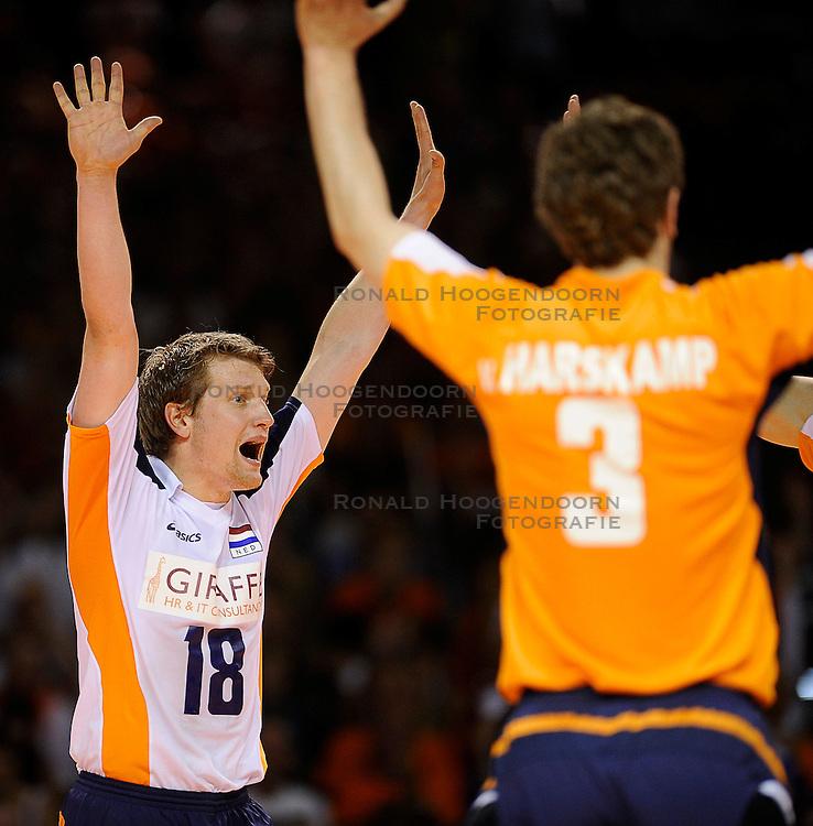 27-06-2010 VOLLEYBAL: WLV NEDERLAND - BRAZILIE: ROTTERDAM<br /> Nederland verliest met 3-2 van Brazilie / Jelte Maan<br /> &copy;2010-WWW.FOTOHOOGENDOORN.NL