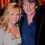 NLD/Den Haag/20110117 - Premiere film Sonny Boy, Eric de Zwart en partner Marika van den Brink
