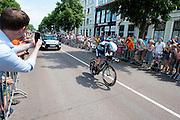 Vermote van de Quick Step ploeg is onderweg. In Utrecht is deTour de France van start gegaan met een tijdrit. De stad was al vroeg vol met toeschouwers. Het is voor het eerst dat de Tour in Utrecht start.<br /> <br /> In Utrecht the Tour de France has started with a time trial. Early in the morning the city was crowded with spectators. It is the first time the Tour starts in Utrecht.