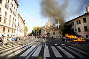 "Clashes in Rome during rally of ""indignati"" all over the world."