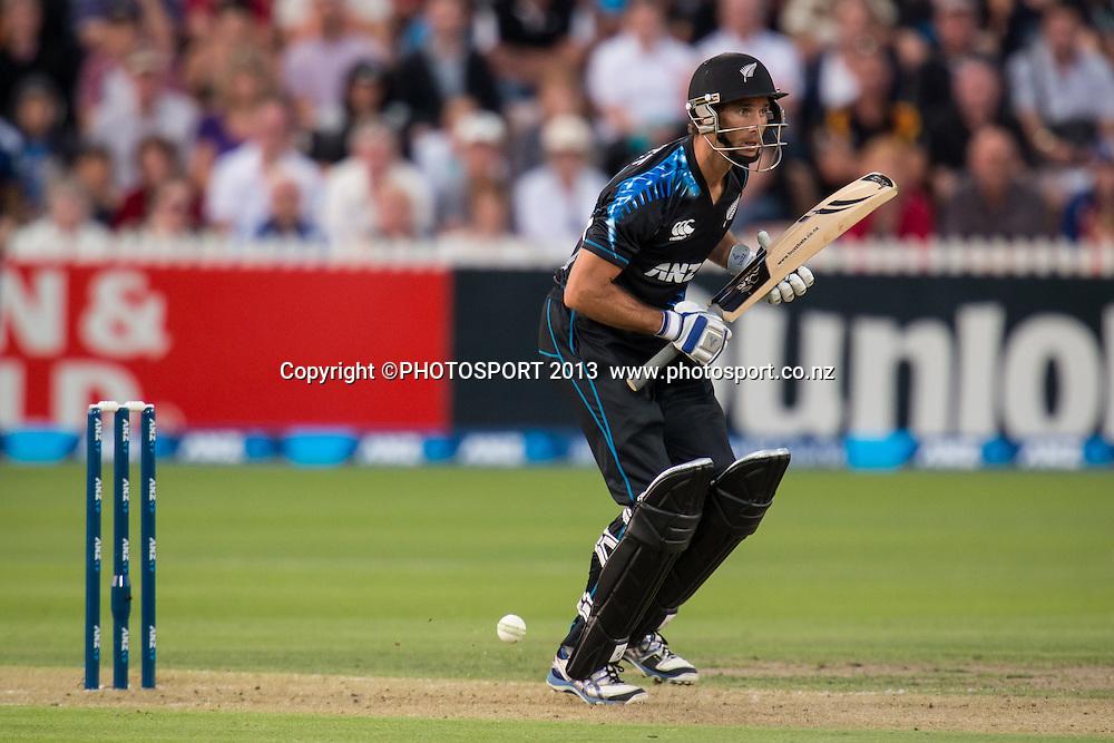 Grant Elliott during the ANZ T20 Series. 2nd Twenty20 Cricket International. New Zealand Black Caps versus England at Seddon Park, Hamilton, New Zealand. Tuesday 12 February 2013. Photo: Stephen Barker/Photosport.co.nz