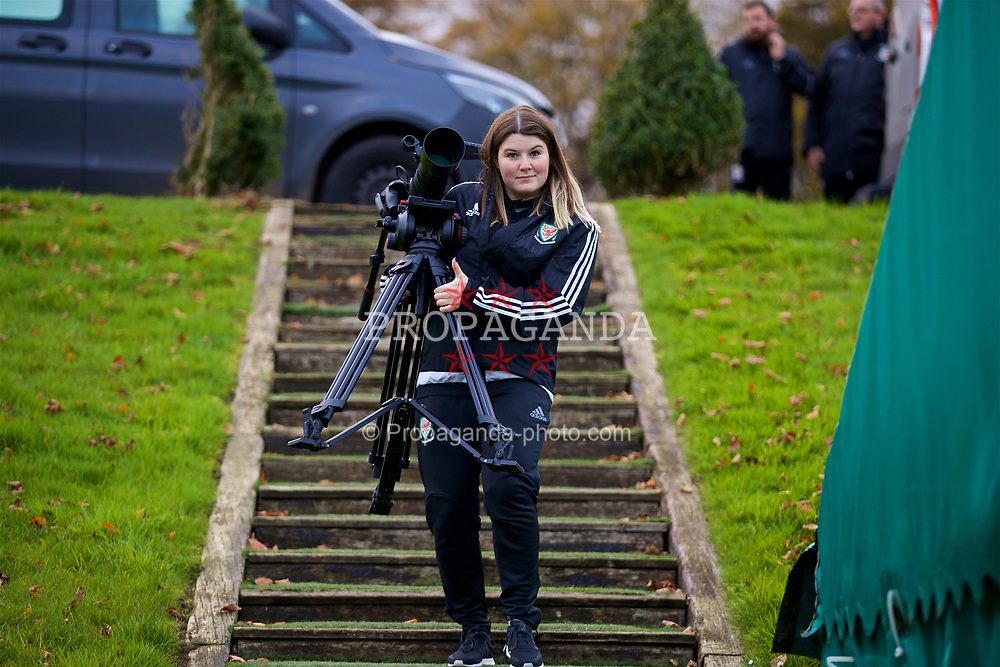 CARDIFF, WALES - Monday, November 6, 2017: Tiny Welsh Media's Holly Williams during a training session at the Vale Resort ahead of the international friendly match against France. (Pic by David Rawcliffe/Propaganda)