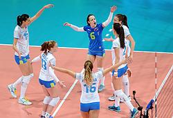 28-09-2015 NED: Volleyball European Championship Polen - Slovenie, Apeldoorn<br /> Polen wint met 3-0 van Slovenie / Slovenie viert feest na een prachtig punt<br /> Photo by Ronald Hoogendoorn / Sportida