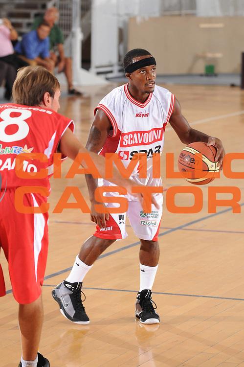 DESCRIZIONE : Urbino Lega A 2009-10 Basket Amichevole Scavolini Spar Pesaro Bancatercas Teramo<br /> GIOCATORE : Marques Green<br /> SQUADRA : Scavolini Spar Pesaro<br /> EVENTO : Campionato Lega A 2009-2010 <br /> GARA : Scavolini Spar Pesaro Bancatercas Teramo<br /> DATA : 09/09/2009<br /> CATEGORIA : palleggio<br /> SPORT : Pallacanestro <br /> AUTORE : Agenzia Ciamillo-Castoria/G.Ciamillo