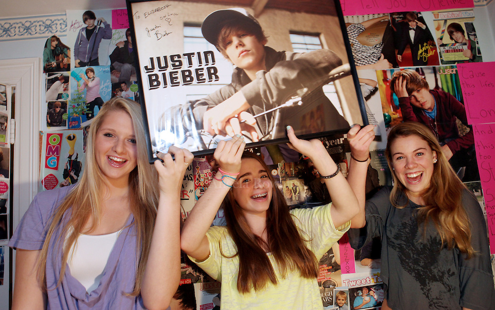 (110910  Pepperell, MA) Liz Koris, 15, left, Jenna Isaacson, 15, and Caroline Muggia, 15, gather in Liz's bedroom before attending the Justin Bieber concert, Tuesday,  November 09, 2010.  Staff photo by Angela Rowlings.