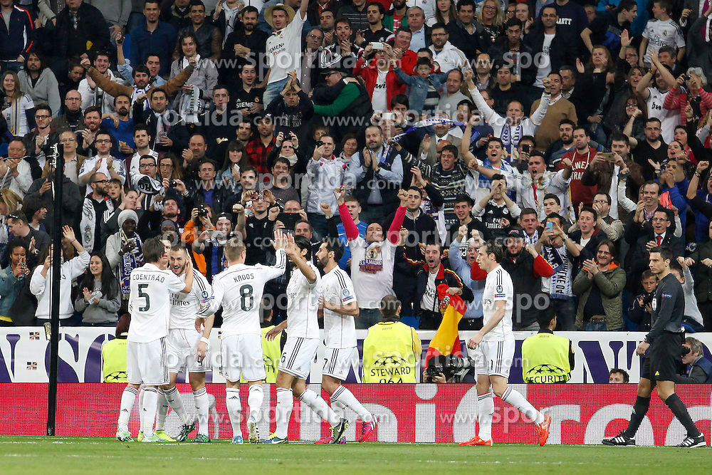 10.03.2015, Estadio Santiago Bernabeu, Madrid, ESP, UEFA CL, Real Madrid vs Schalke 04, Achtelfinal, R&uuml;ckspiel, im Bild Real Madrid&acute;s Gareth Bale, Benzema, Toni Kroos // during the UEFA Champions League Round of 16, 2nd Leg match between Real Madrid and Schakke 04 at the Estadio Santiago Bernabeu in Madrid, Spain on 2015/03/10. EXPA Pictures &copy; 2015, PhotoCredit: EXPA/ Alterphotos/ Caro Marin<br /> <br /> *****ATTENTION - OUT of ESP, SUI*****