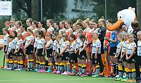 SCHIEDAM -  Line Up Oranje met mascottes  tijdens een oefenwedstrijd tussen  de dames van Nederland en Belgie , in aanloop naar het  EK Hockey, eind augustus in Amstelveen. COPYRIGHT KOEN SUYK