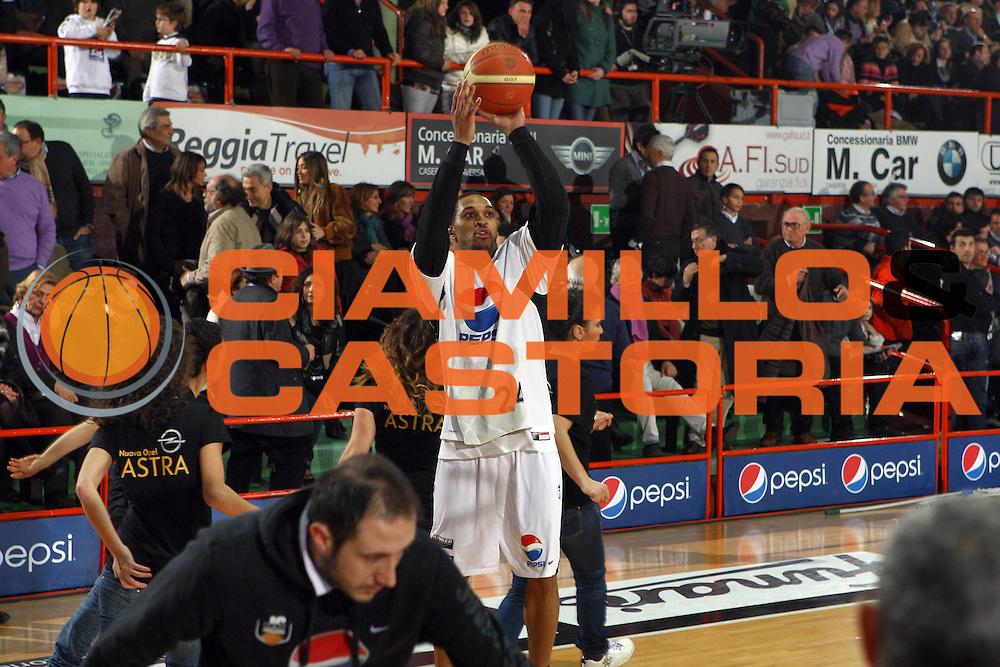 DESCRIZIONE : Caserta Lega A 2009-10 Pepsi Caserta Sigma Coatings Montegranaro<br /> GIOCATORE : Robert Hite<br /> SQUADRA : Pepsi Caserta<br /> EVENTO : Campionato Lega A 2009-2010 <br /> GARA : Pepsi Caserta Sigma Coatings Montegranaro<br /> DATA : 07/02/2010<br /> CATEGORIA : tiro<br /> SPORT : Pallacanestro <br /> AUTORE : Agenzia Ciamillo-Castoria/E.Castoria<br /> Galleria : Lega Basket A 2009-2010 <br /> Fotonotizia : Caserta Campionato Italiano Lega A 2009-2010 Pepsi Caserta Sigma Coatings Montegranaro<br /> Predefinita :