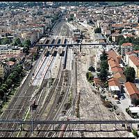 stazione e quartiere campo Marte Firenze ......Fotografie aeree a bassa quota di diverse parti della città realizzate da un pallone aerostatico che ha sorvolato sul cielo di Firenze con appesa una macchina fotografica.
