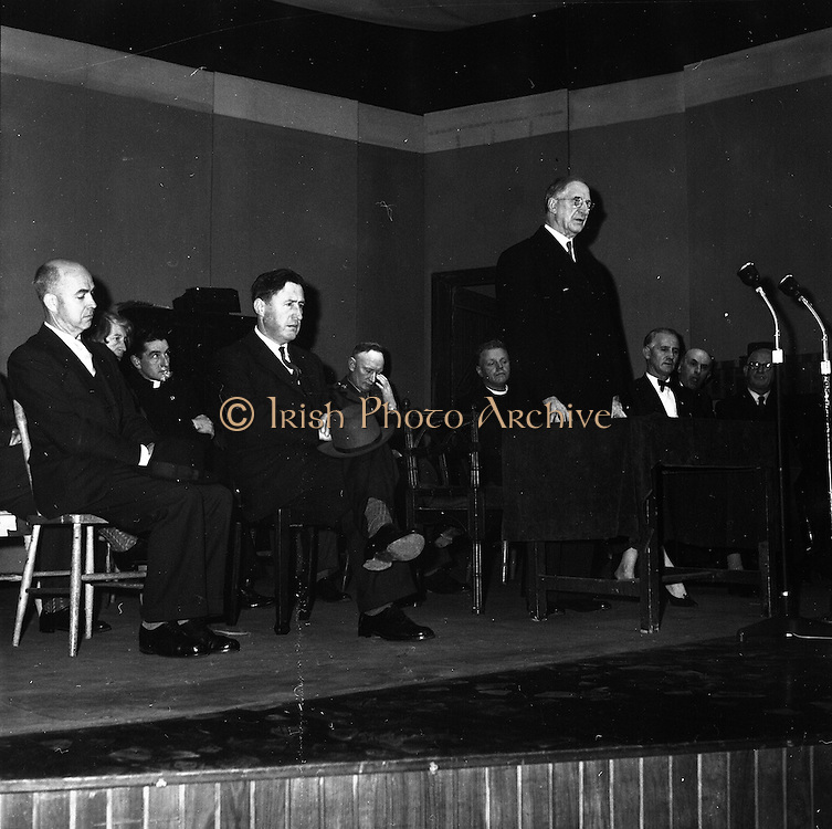 17/04/1961<br /> 04/17/1961<br /> 17 April 1961<br /> Opening of the School Drama Festival in the Gate Theatre  by President Eamonn de Valera. The President opening the festival.