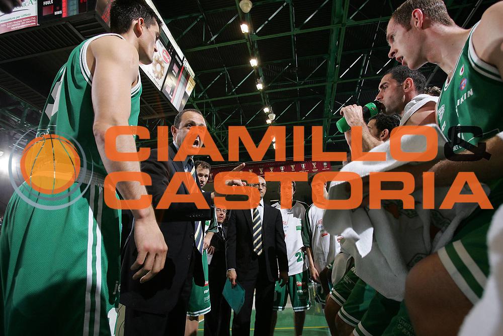 DESCRIZIONE : TREVISO CAMPIONATO LEGA A1 2004-2005 <br /> GIOCATORE : TEAM BENETTON TREVISO-TIMEOUT <br /> SQUADRA : BENETTON TREVISO <br /> EVENTO : CAMPIONATO LEGA A1 2004-2005 <br /> GARA : BENETTON TREVISO-SICC JESI <br /> DATA : 30/04/2005 <br /> CATEGORIA : <br /> SPORT : Pallacanestro <br /> AUTORE : Agenzia Ciamillo-Castoria/S.Silvestri