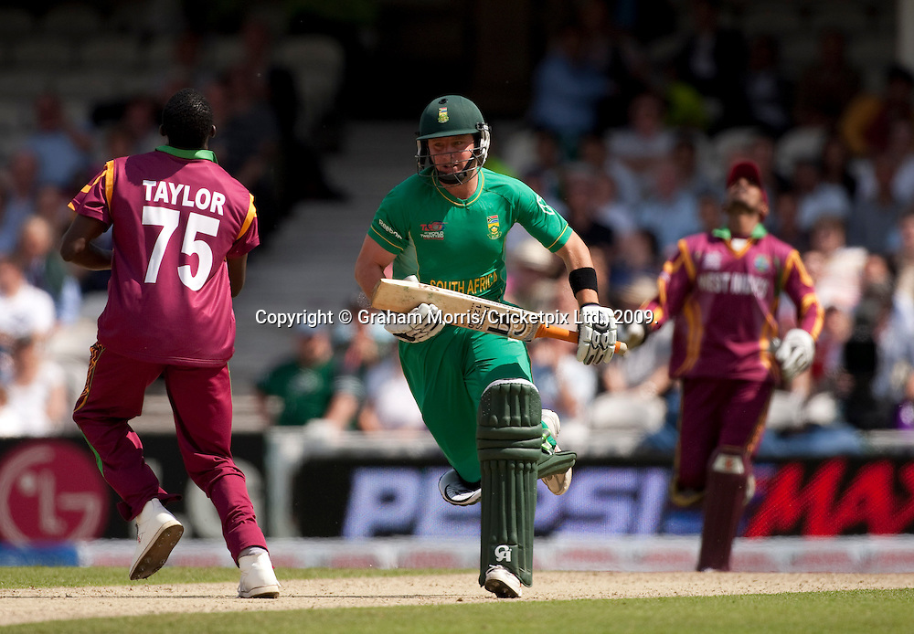 Roelof van der Merwe about to be caught by Denesh Ramdin (right) during the ICC World Twenty20 Cup match between South Africa and West Indies at the Oval. Photo © Graham Morris (Tel: +44(0)20 8969 4192 Email: sales@cricketpix.com)