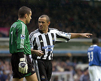 Fotball<br /> Premier League 2004/05<br /> Birmingham v Newcastle<br /> 3. oktober 2004<br /> Foto: Digitalsport<br /> NORWAY ONLY<br /> Newcastle's Stephen Carr (R) exchanges words with his keeper Shay Given