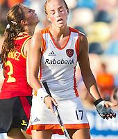 MONCHENGLADBACH - Maartje Paumen baalt nadat ze uit de strafcorners niet heeft weten te scoren, zondag tijdens de wedstrijd   tussen  Nederland en Spanje(0-1). Het is de tweede poulewedstrijd van de vrouwen in  het Europees Kampioenschap hockey in Monchengladbach.