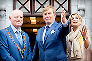 CORK - King Willem-Alexander and Queen Maxima are greeted by Lord Mayor, Lady Mayoress and Mrs. Doherty on their arrival at Cork City Hall during their visit to Ireland.  robin utrecht