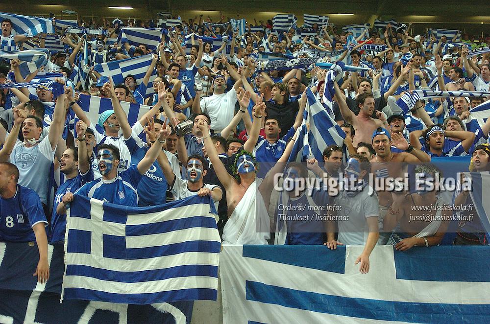 Greek fans 25.6.2004 v France.&amp;#xA;Euro 2004.&amp;#xA;Photo: Jussi Eskola<br />