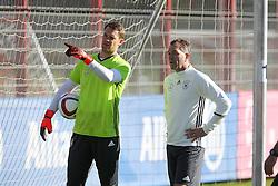 11.11.2015, Saebener Strasse, Muenchen, GER, Trainingslager, Training Deutschland, im Bild l-r: Manuel Neuer #1 (Deutschland) und Torwart-Trainer Andreas Koepcke (Deutschland) im Gespraech // during a Trainingssession of German National Football Team at the Saebener Strasse in Muenchen, Germany on 2015/11/11. EXPA Pictures © 2015, PhotoCredit: EXPA/ Eibner-Pressefoto/ Kolbert<br /> <br /> *****ATTENTION - OUT of GER*****