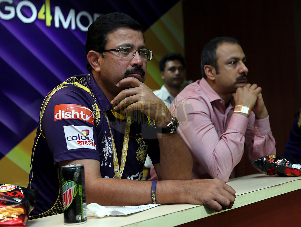 Kolkata Knight Riders CEO and Managing Director Venky Mysore (L) during match 38 of the Pepsi IPL 2015 (Indian Premier League) between The Kolkata Knight Riders and The Sunrisers Hyderabad held at Eden Gardens Stadium in Kolkata, India on the 4th May 2015.<br /> <br /> Photo by:  Sandeep Shetty / SPORTZPICS / IPL