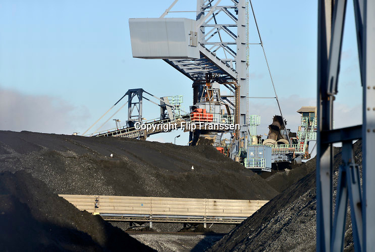 Nederland, Rotterdam, 28-1-2016Kolenopslag, kolen, kolengruis, brandstof voor kolengestookte centrales en hoogovens onder andere in het Ruhrgebied, in de Rotterdamse haven op de maasvlakte.Foto: Flip Franssen/HH