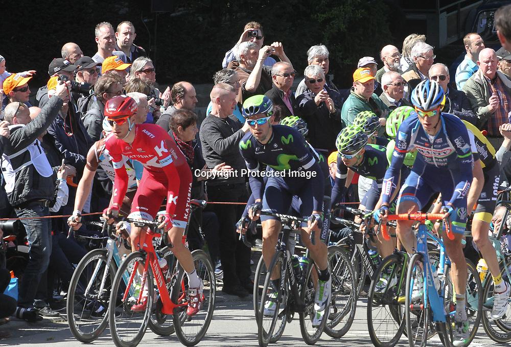 20-04-2016: Wielrennen: Waalse Pijl: Hoei <br /> HUY (BEL) wielrennen<br /> Peloton van de mannen op de muur van Huy