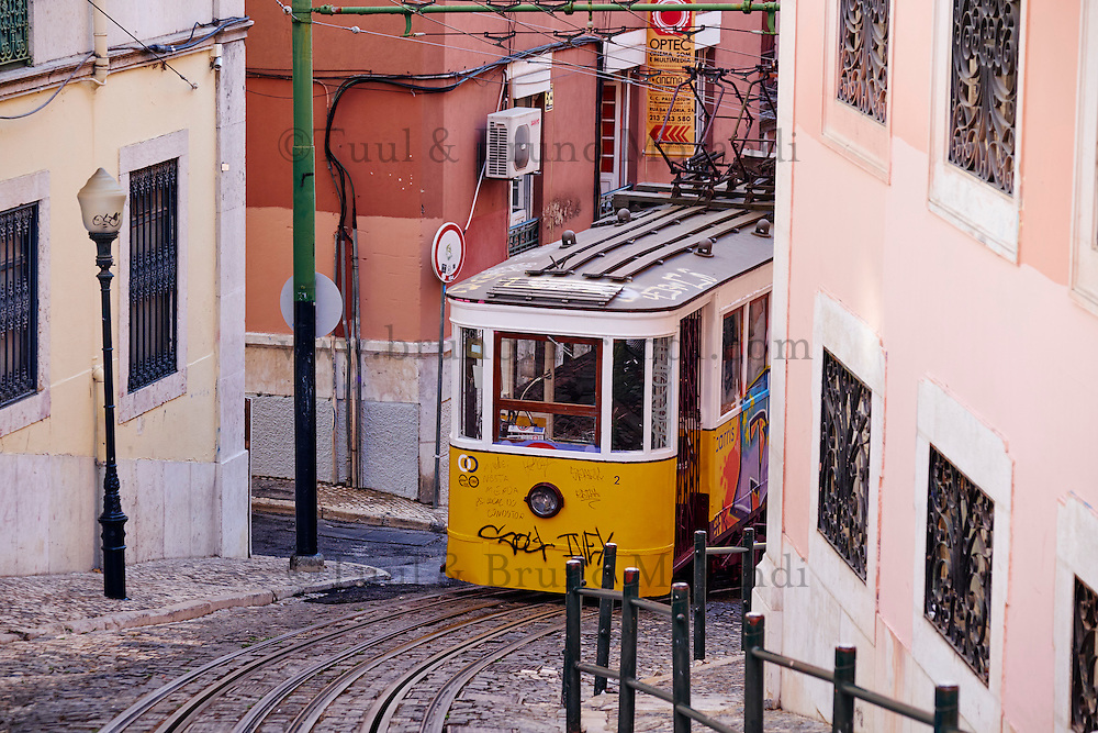 Portugal, Lisbonne, funiculaire da Lavra // Portugal, Lisbon, Lavra Funicular