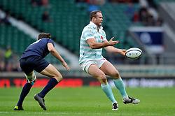 Jamie Roberts of Cambridge University passes the ball - Mandatory byline: Patrick Khachfe/JMP - 07966 386802 - 10/12/2015 - RUGBY UNION - Twickenham Stadium - London, England - Oxford University v Cambridge University - The Varsity Match.