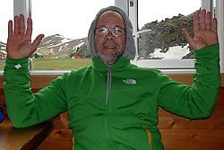 05-07-2014 NED: Iceland Diabetes Challenge dag 1, Landmannalaugar <br /> Vandaag ging de challenge van start. Met een bus gingen we van Vogar naar Landmannalaugar en zagen we de eerste tekenen van het prachtige landschap van IJsland / Abderrahman