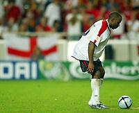 Fotball<br /> Euro 2004<br /> 24.06.2004<br /> Foto: SBI/Digitalsport<br /> NORWAY ONLY<br /> <br /> Kvartfinale<br /> England v Portugal<br /> <br /> Darius Vassell prepares to take his spot kick