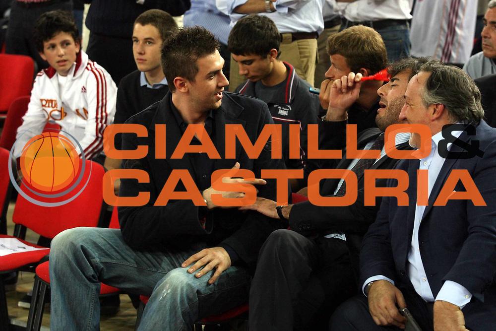DESCRIZIONE : Roma Lega A1 2006-07 Playoff Semifinale Gara 2 Lottomatica Virtus Roma Montepaschi Siena <br />GIOCATORE : Andrea Bargnani Livio Vanghetti Toto Ricciotti<br />SQUADRA : <br />EVENTO : Campionato Lega A1 2006-2007 Playoff Semifinale Gara 2 <br />GARA : Lottomatica Virtus Roma Montepaschi Siena <br />DATA : 02/06/2007 <br />CATEGORIA : Ritratto<br />SPORT : Pallacanestro <br />AUTORE : Agenzia Ciamillo-Castoria/G.Ciamillo