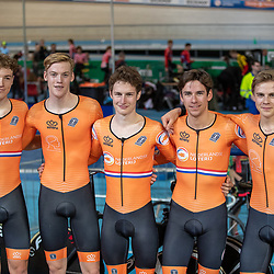 APELDOORN (NED) baanwielrennen<br />Philip Heijnen, Vincent Hoppezak, EnzoLeijnse, Casper van Uden, Maikel Zijlaard reden naar de titel op de ploegenachtervolging