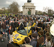 Gumball rally departure. Hyde Park corner. London. 26 April 2001. © Copyright Photograph by Dafydd Jones 66 Stockwell Park Rd. London SW9 0DA Tel 020 7733 0108 www.dafjones.com