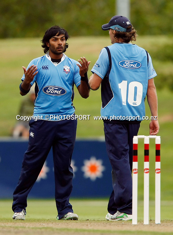 Auckland bowler Roneel Hira is upset by a mistake in the feild and Lou Vincent calms him down. Canterbury Wizards v Auckland Aces in the One Day Competition Final. QEII Park, Christchurch, New Zealand. Sunday, 13 February 2011. Joseph Johnson / PHOTOSPORT.