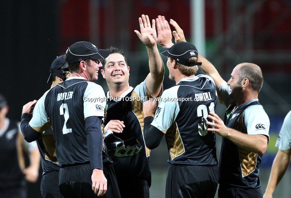 New Zealand celebrate victory. New Zealand Black Caps v Pakistan, Match 2. Twenty 20 Cricket match at Seddon Park, Hamilton, New Zealand. Tuesday 28 December 2010. Photo: Andrew Cornaga/photosport.co.nz
